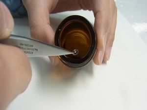 一つ一つ液につけて、しっかり乾燥させます