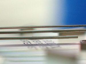針の取り付けで注意することは、針が揃うことと、針同士やダイヤル、クリスタルに擦らないことです