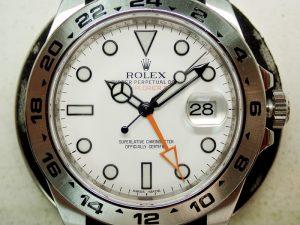 オレンジの24時間針とホワイトの文字盤がさわやかな印象のRef.216570です。