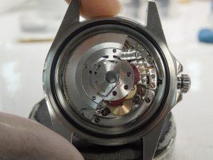 時計を立ててもローターが落ちてきません。