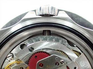 Ref.168000には、機械を出し入れする際に、キドメネジを逃がす切り欠きがあります。