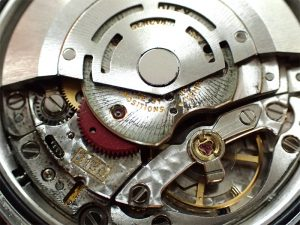 ローターが機械と擦って、大量の金属粉が発生しております。
