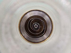 前回オーバーホールから約4年経過し、定期メンテナンスに持ち込まれた時計のゼンマイです。