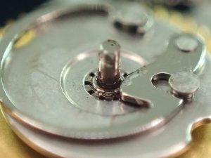 これにより、針のズレが軽減し、どの位置でも4本の針が揃いやすくなりました。