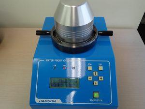 空気加圧式の防水試験機で検査したところ、防水不良を起こしているようです。