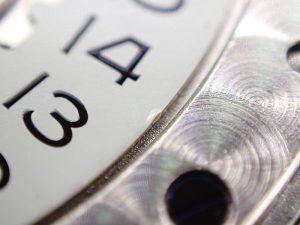 その原因は、誤った日付、時刻合わせのやり方です。