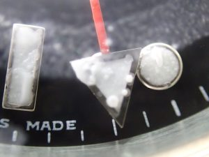 インデックスや針に結晶ができています。