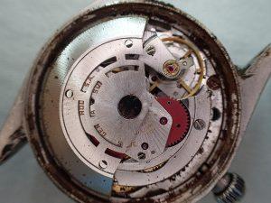 放置期間が長いと、時計全体が錆びてしまうこともあります。