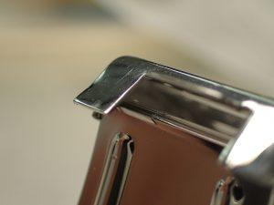 バックルのツメも反るように開いてしまい、しっかりとロックできない状態です。