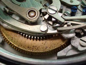 一見して部分修理では済まないことがわかります。
